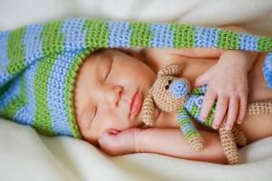 Kolik novorozence spí: řešení problémů se spánkem