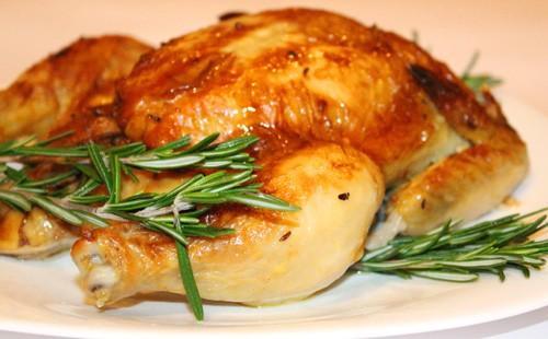 Pečené kuře s rozmarýnem v troubě