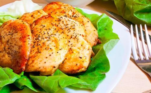 Запечено пилешко филе със зелена салата