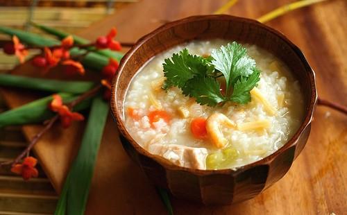 Турски ориз със зеленчуци в купа