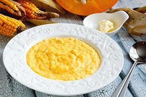 Kukuřičná a dýňová kaše a plátkem másla