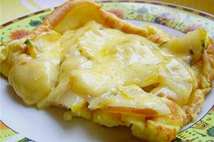 Sladká omeleta s hruškou a ananasem