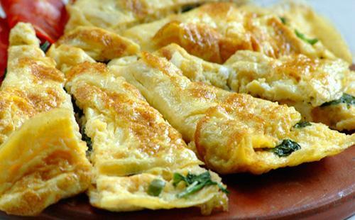 Vaření omeletu s mlékem a moukou: 5 receptů pro dospělé a děti