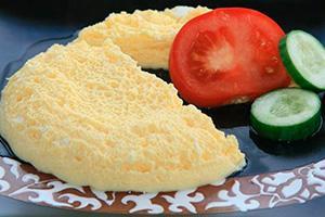 Parní omeleta s rajčaty a okurkou