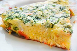 Tvarohová omeleta s cibulkou a bylinkami