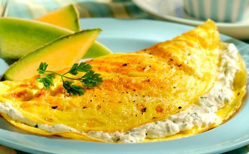 Nejlepší recepty na omelety s tvarohem a tajemství jejich přípravy