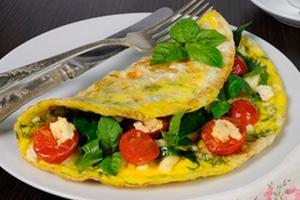 Omeleta s rajčaty a špenátem