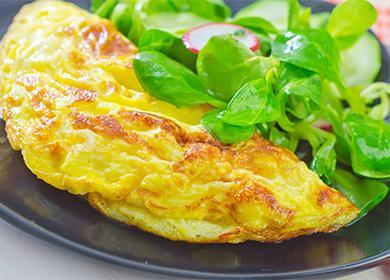 Chutná a výživná snídaně: míchaná vejce se zakysanou smetanou nebo smetanou