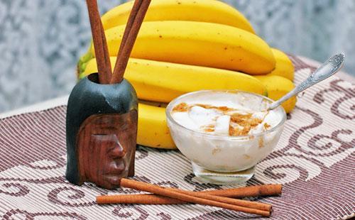 Maska s kefírem, banánem a skořicí