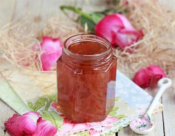 Буркан със сладко от розови листенца