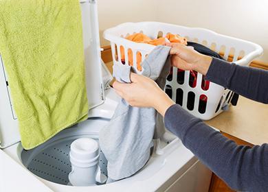 Жена мие ръце в мивката