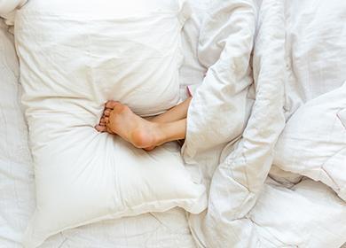 Dívčí podpatky na polštáři