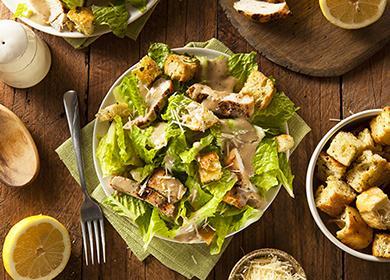 Talíř kuřecí salát