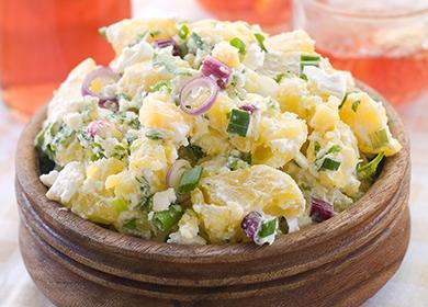 Velkorysá porce bramborového salátu