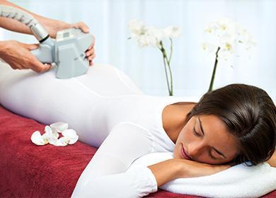 Žena v salonu na lpg masáž postup