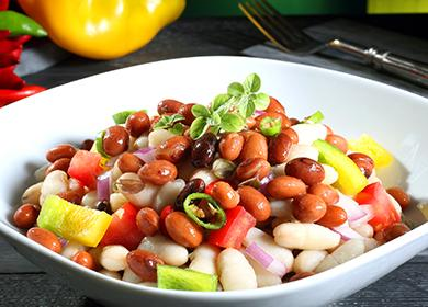Ястие със салата от червен боб