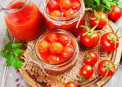 Консервирани домати в буркан и зеленина