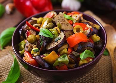 Патладжан, чушки, маслини и зелени яхнии