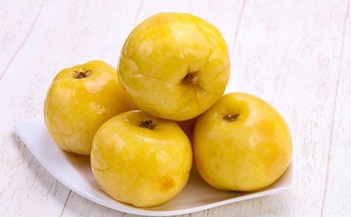 Liota omenat lautaselle