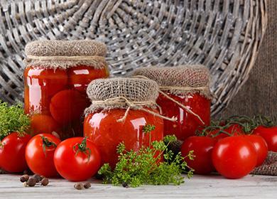 Красиви буркани с домати