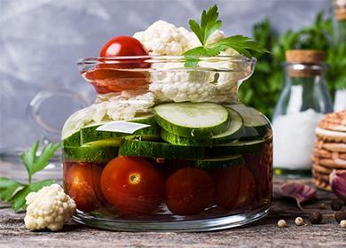 Карфиол, краставици и домати, консерви