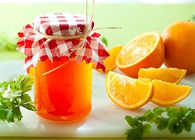 Oranžový džem ve sklenici