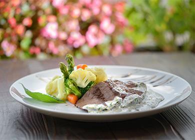 Vařené maso se zeleninou