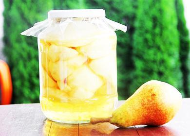 Päärynäkompotti purkissa