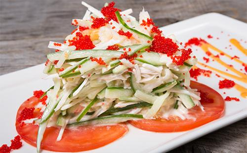 Зеленчукова салата с червен хайвер