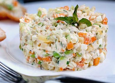 Kasvissyöjä Olivier-salaatti