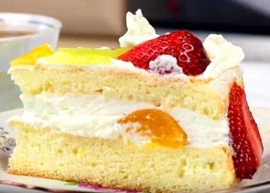 Jednoduchý a chutný piškotový dort s ovocem: krok za krokem recept s fotografií.