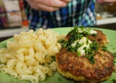 Vaříme šťavnaté a měkké krůtí kotletky podle receptu s fotografiemi krok za krokem.