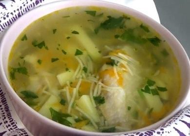 Vaření kuřecí polévky s nudlemi a bramborami podle postupného receptu s fotografií.