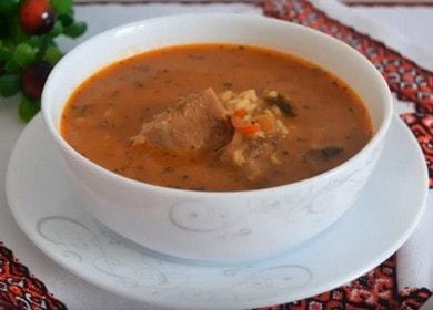 Připravujeme klasickou hovězí kharcho polévku s rýží podle receptu s fotografií.