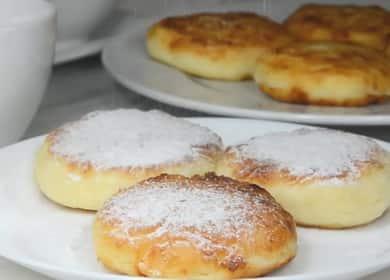 Jak vařit tvarohové koláče na pánvi podle klasického receptu s fotografií