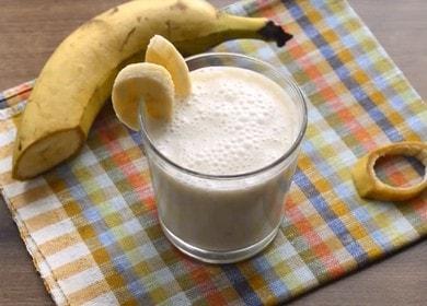 Vaření rychlého a chutného banánového koktejlu s receptem s fotografií.