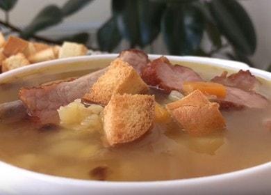 Готвене на ароматна грахова супа с пушени ребра според рецептата със снимка.