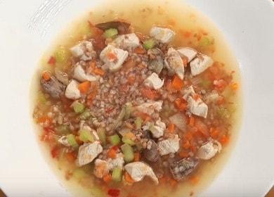 Vaření neobvyklé pohankové polévky s kuřetem podle receptury s fotografiemi krok za krokem.