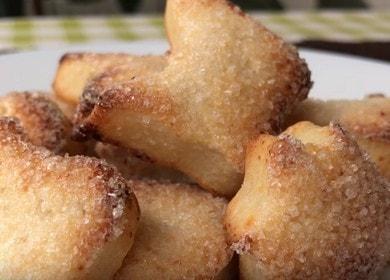 Vaření lahodných sušenek s tvarohem podle receptu s fotografií.