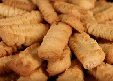 Správné vaření chutných sušenek z pečiva pomocí mlýnku na maso: recept s fotografiemi krok za krokem.