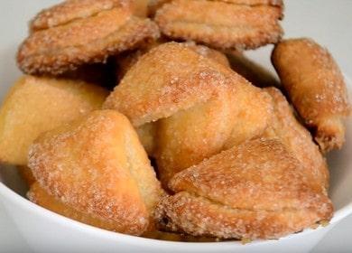 Готвене на вкусни бисквитки Уши от извара според стъпка по стъпка рецепта със снимка.