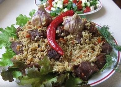 Vaření lahodného hovězího pilafa v kotlíku podle receptu s fotografií.