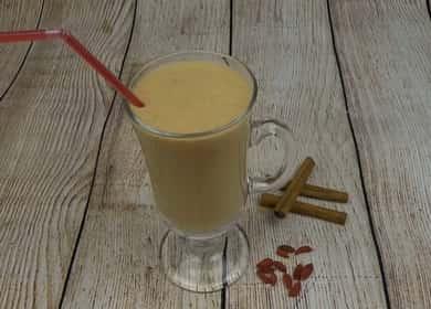 Koktejl s banánem a kefírem podle postupného receptu s fotografií