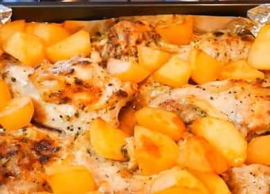 Запечен заек в заквасена сметана с картофи на фурна