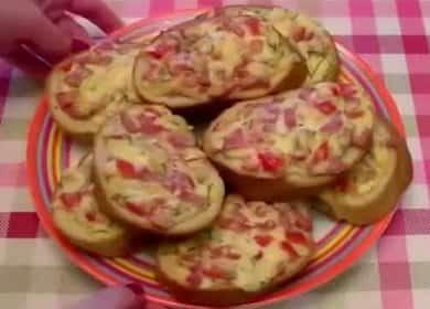 Mini pizza na bochníku se šťavnatou náplní - lahodné občerstvení za 10 minut