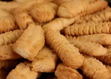 Křehké sušenky prostřednictvím mlýnku na maso - nejjemnější a drobivější pochoutka