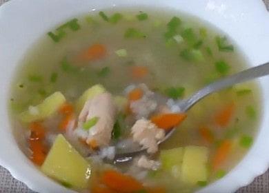 Připravujeme voňavou růžovou lososovou polévku podle receptu s fotografií.