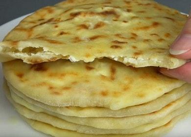 Vaříme rychlé a velmi chutné khachapuri se sýrem podle postupného návodu s fotografií.
