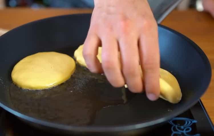 Kuumenna pannu lämmittämään maissi tortilloja