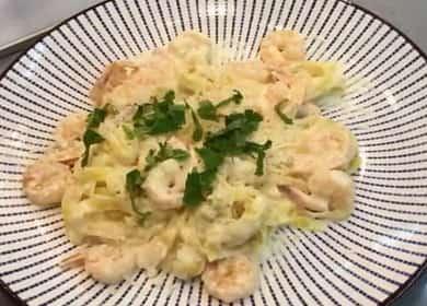 Špagety s krevetami ve smetanové omáčce podle receptu krok za krokem s fotografií